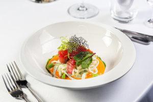 Салат с кальмаром и соусом сальморехо