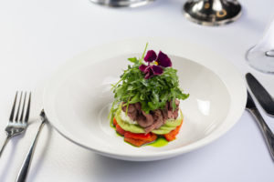 Салат с копченой телятиной и печеными овощами